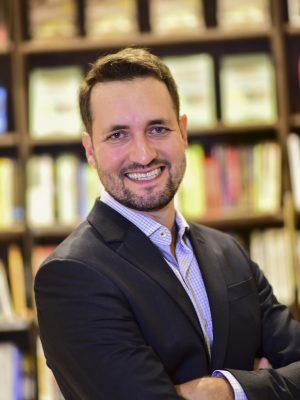 Vítor Cruz escrito, treinador e palestrante de liderança, comunicação, estratégia pessoal, produtividade, em Goiânia, Brasília e todo Brasil